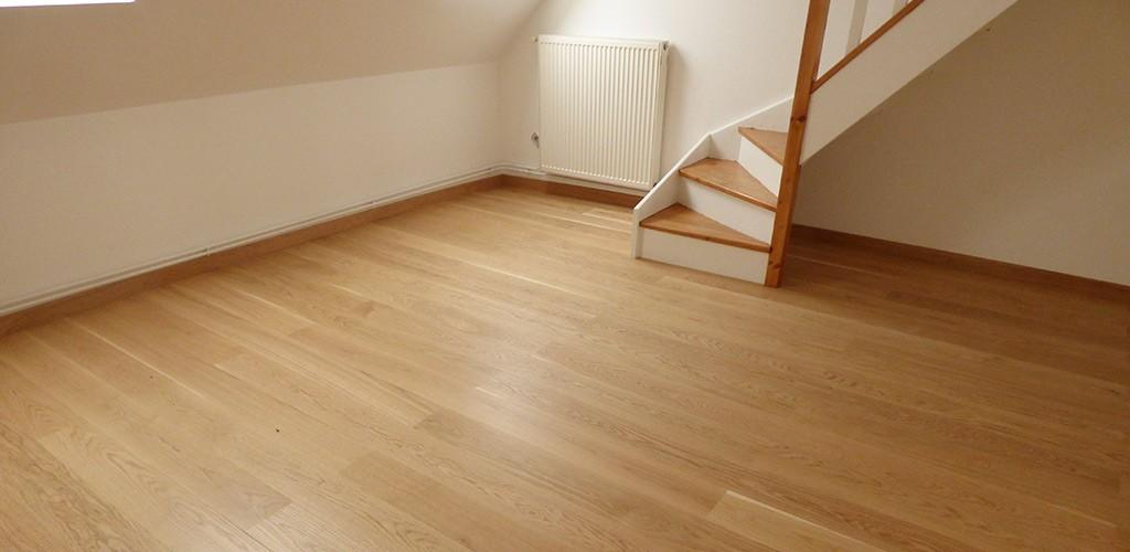Pose de parquet dans une pièce à vivre